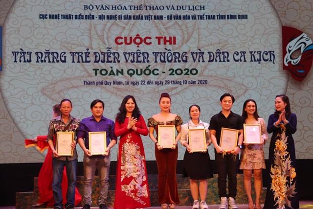Trao 20 huy chương cho các tài năng trẻ diễn viên tuồng và dân ca kịch - 4