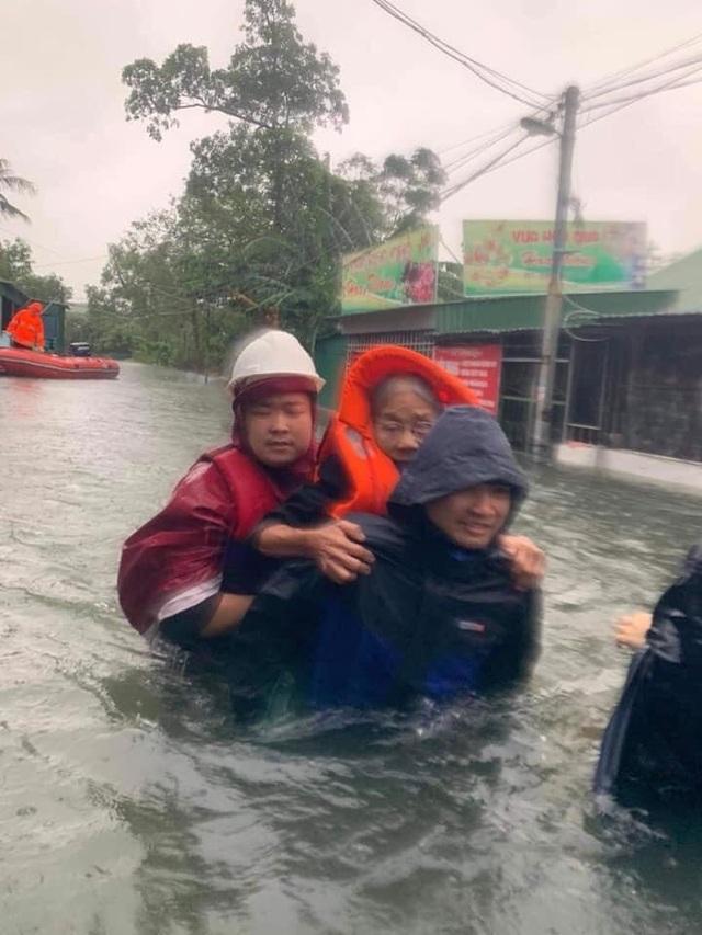 Cận cảnh thành phố Vinh bị nước bủa vây - 8