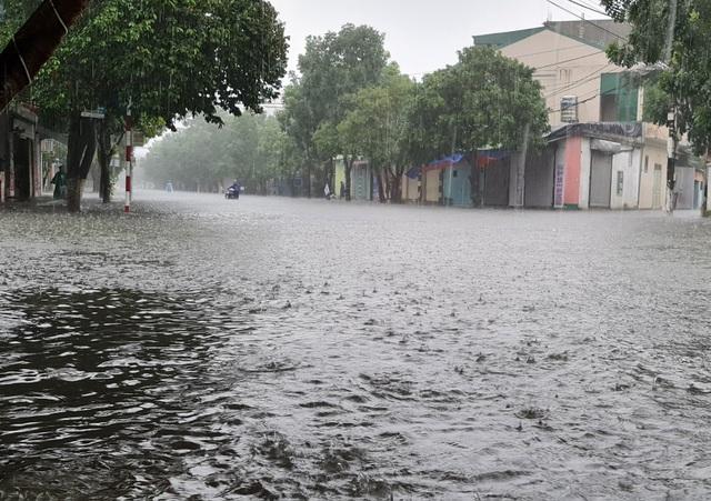 Cận cảnh thành phố Vinh bị nước bủa vây - 3