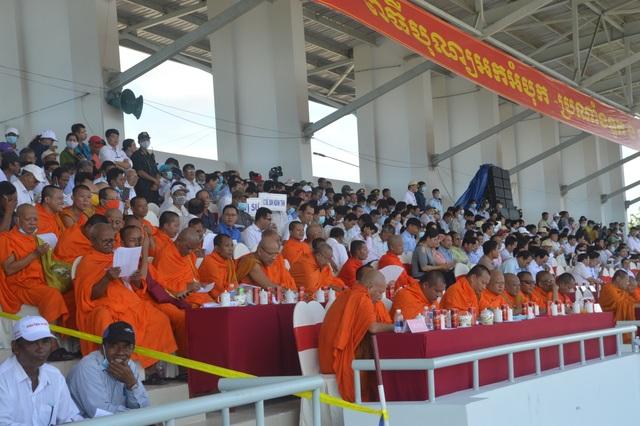 Náo nức đua ghe Ngo của đồng bào Khmer - 1
