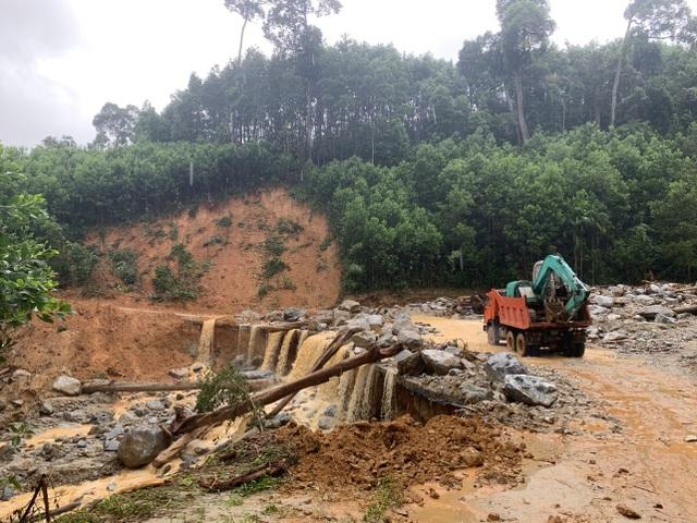 Sạt lở ở Trà Leng: Đoàn chuyên gia địa chất hỗ trợ tìm kiếm nạn nhân - 1