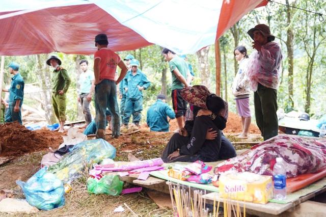Sạt lở ở Trà Leng: Đoàn chuyên gia địa chất hỗ trợ tìm kiếm nạn nhân - 3