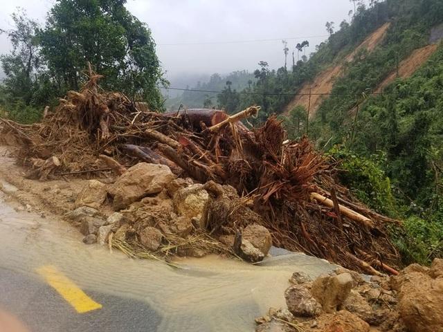 Sạt lở Trà Leng: 500 người chạy đua với mưa lớn tìm kiếm nạn nhân - 4