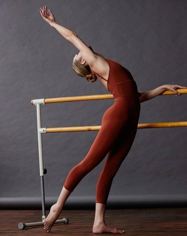 Candice Swanepoel hóa thành vũ công gợi cảm - 8