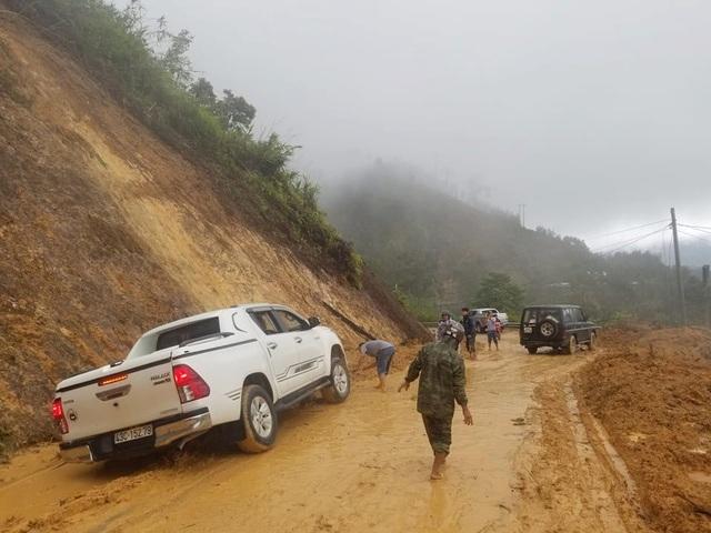 Sạt lở Trà Leng: 500 người chạy đua với mưa lớn tìm kiếm nạn nhân - 5