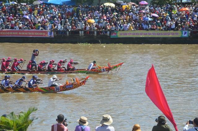 Náo nức đua ghe Ngo của đồng bào Khmer - 4