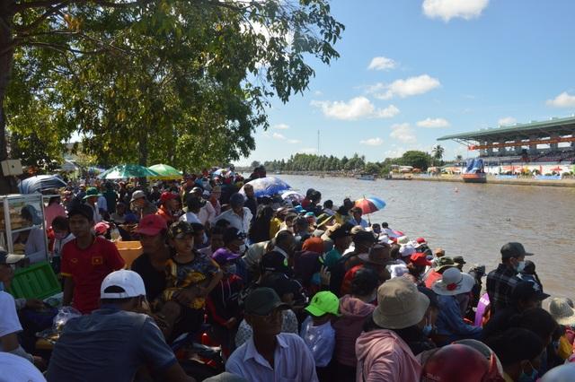 Náo nức đua ghe Ngo của đồng bào Khmer - 2