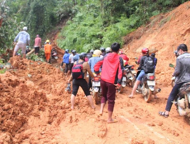 Sạt lở ở Trà Leng: Đoàn chuyên gia địa chất hỗ trợ tìm kiếm nạn nhân - 5