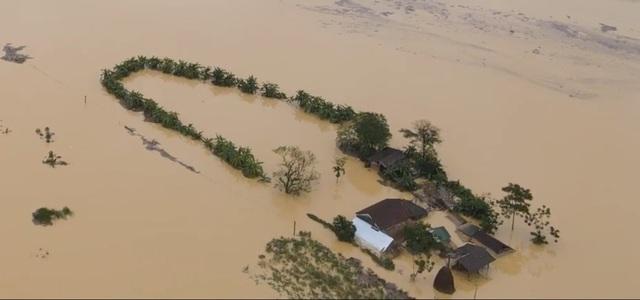 Toàn cảnh vùng rốn lũ huyện nghèo Thanh Chương nhìn từ Flycam - 21