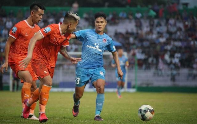 Niềm vui của bóng đá Bình Định ngày trở lại V-League - 2