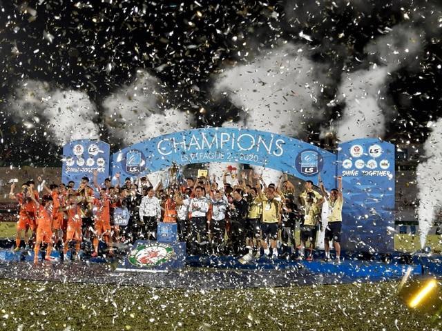 Bình Định giành quyền thăng hạng lên V-League 2021 - 1