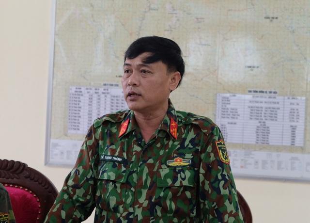 Vụ sạt lở ở Phước Sơn: Băng rừng cõng hàng tiếp tế - 7