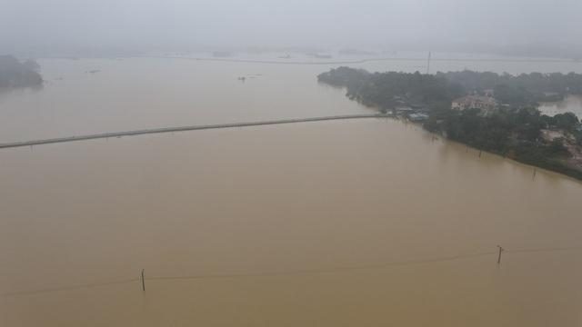 Toàn cảnh vùng rốn lũ huyện nghèo Thanh Chương nhìn từ Flycam - 5