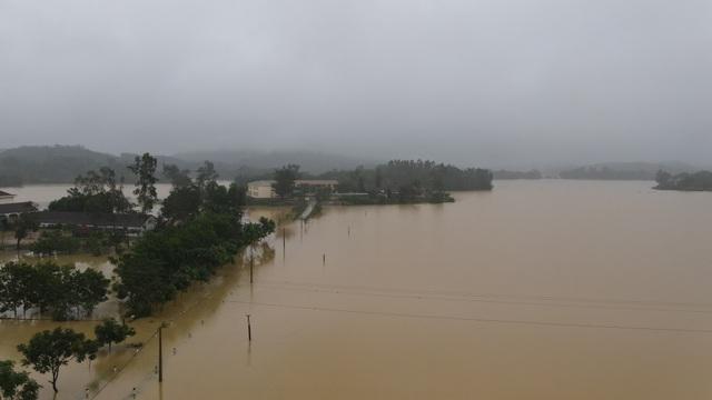 Toàn cảnh vùng rốn lũ huyện nghèo Thanh Chương nhìn từ Flycam - 4