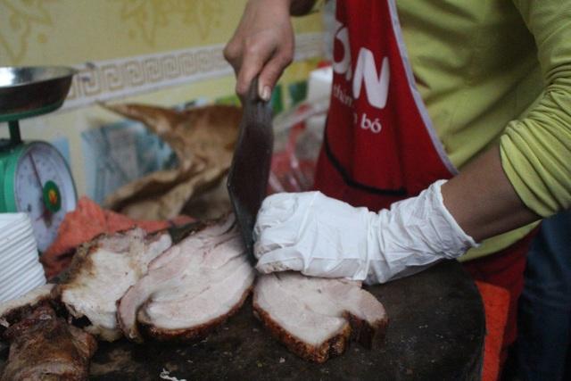 Quán thịt quay không biển hiệu, khách xếp hàng mua từ lúc chưa mở bán - 7