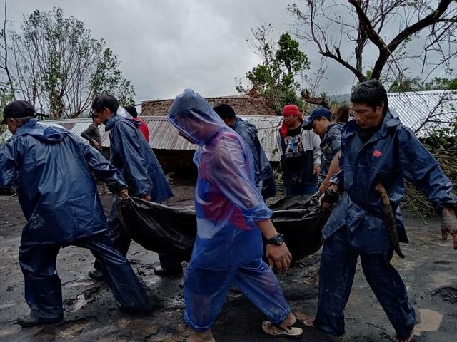 Siêu bão Goni gây vỡ đê, tàn phá các công trình ở Philippines - 1
