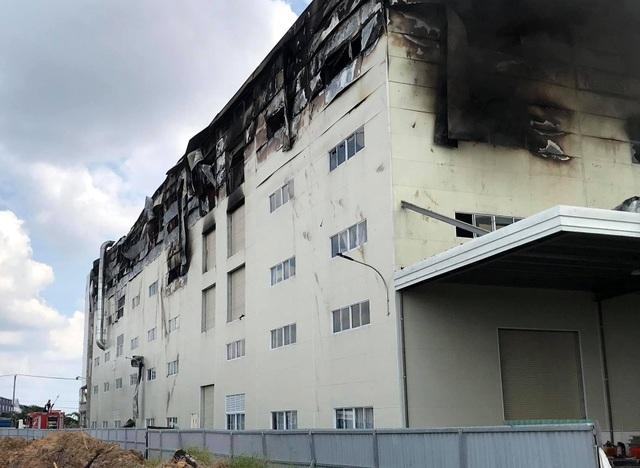 Hiện trường vụ cháy kinh hoàng tại công ty sản xuất ghế sofa ở Bình Dương - 9