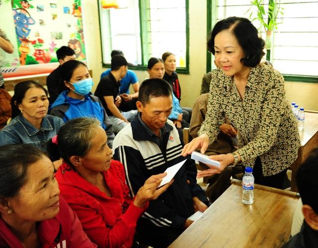 Trưởng Ban Dân vận Trung ương: Nhanh chóng ổn định đời sống bà con vùng lũ - 3