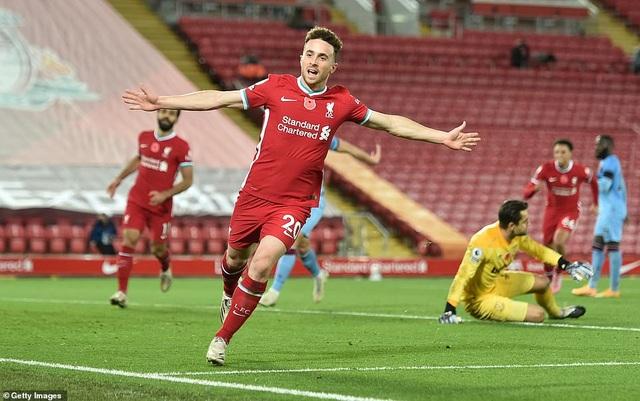 Bàn thắng muộn của Jota đưa Liverpool lên ngôi đầu bảng - 4