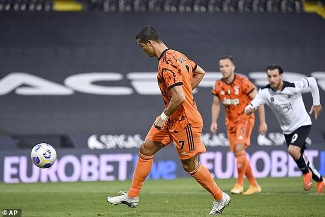 C.Ronaldo sút phạt đền kiểu panenka, Juventus thắng tưng bừng - 5
