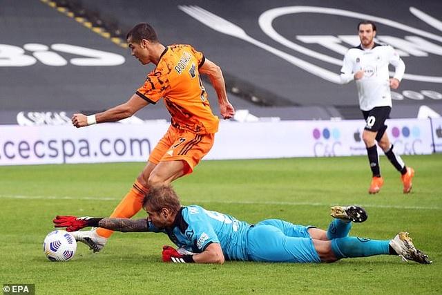C.Ronaldo sút phạt đền kiểu panenka, Juventus thắng tưng bừng - 4
