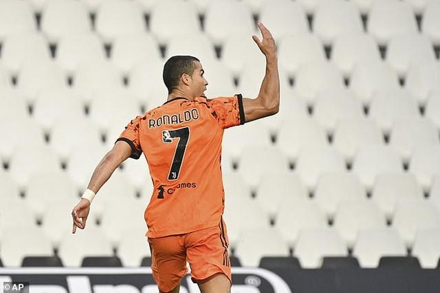 C.Ronaldo sút phạt đền kiểu panenka, Juventus thắng tưng bừng - 1