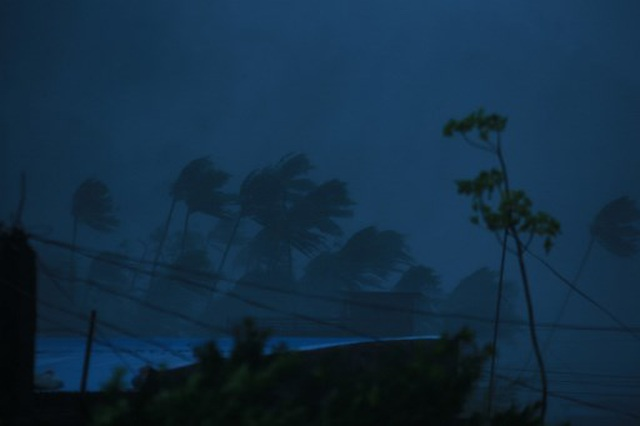 Siêu bão Goni gây vỡ đê, tàn phá các công trình ở Philippines - 3