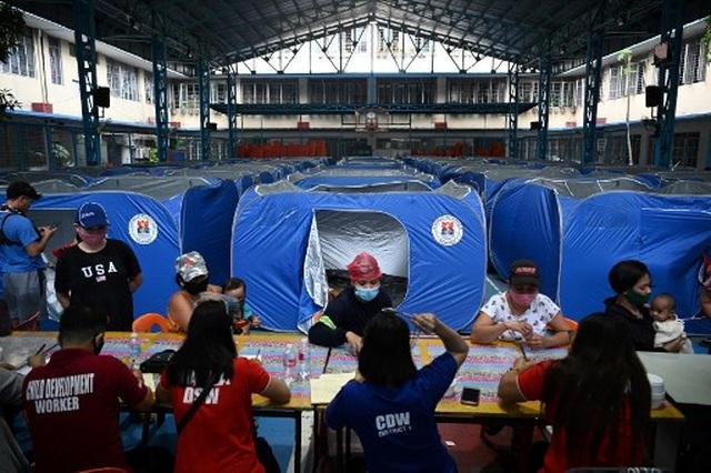 Siêu bão Goni gây vỡ đê, tàn phá các công trình ở Philippines - 6