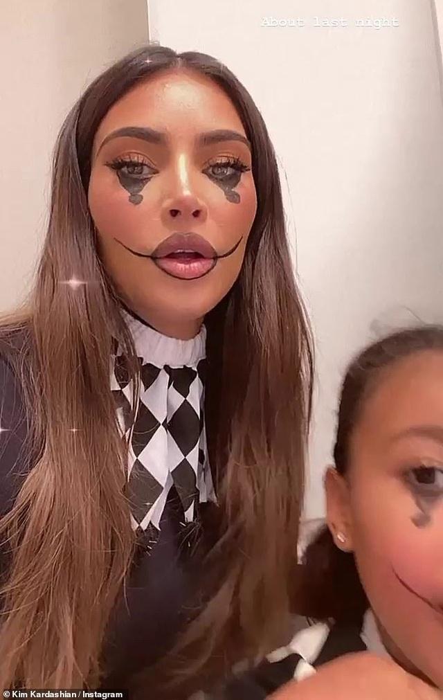 Kim Kardashian vung tiền trang trí cả ngôi nhà thành tổ nhện - 3