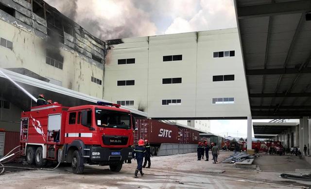 Hiện trường vụ cháy kinh hoàng tại công ty sản xuất ghế sofa ở Bình Dương - 5