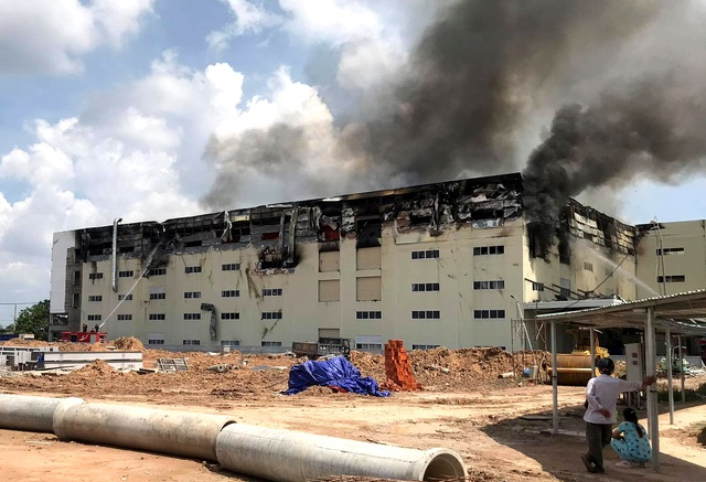 Hiện trường vụ cháy kinh hoàng tại công ty sản xuất ghế sofa ở Bình Dương - 7
