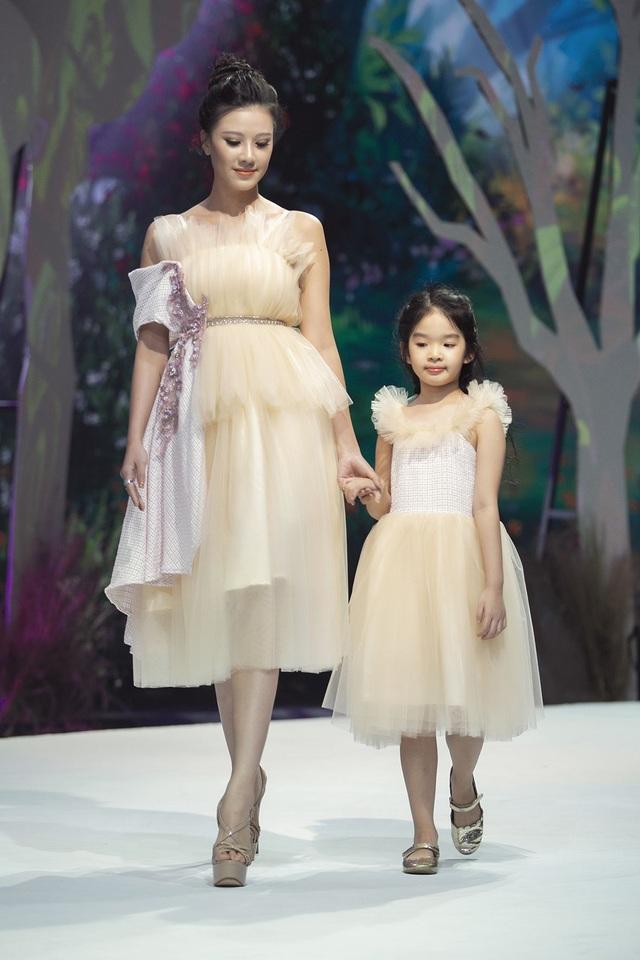 Đoan Trang, Thúy Diễm đưa con lên sàn catwalk - 3