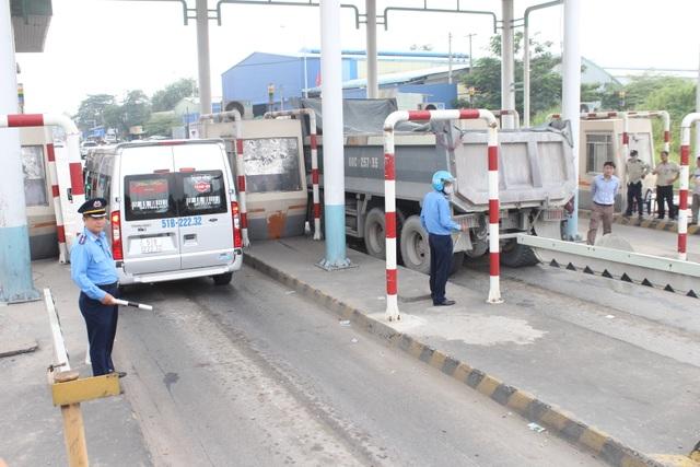 Các trạm thu phí trên quốc lộ 1K chính thức tạm dừng hoạt động - 2