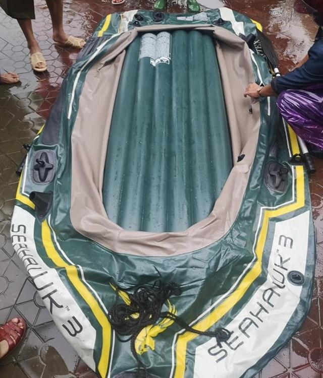 Khởi tố đối tượng chém thủng thuyền cứu hộ lũ lụt - 2