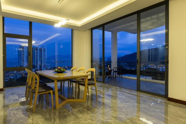 """Gia đình ở Nha Trang xây biệt thự """"lưng tựa núi, mặt hướng biển"""" tuyệt đẹp - 7"""
