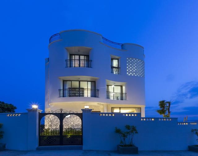 """Gia đình ở Nha Trang xây biệt thự """"lưng tựa núi, mặt hướng biển"""" tuyệt đẹp - 8"""