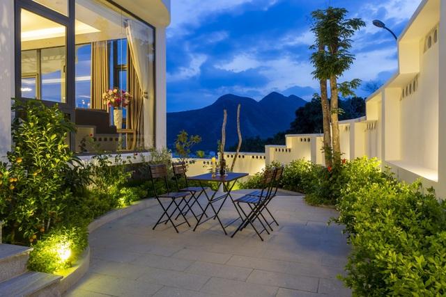 """Gia đình ở Nha Trang xây biệt thự """"lưng tựa núi, mặt hướng biển"""" tuyệt đẹp - 10"""