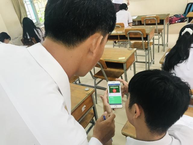Học trò làm bài kiểm tra trên điện thoại: Ngăn kẻ gian lận đóng thế - 4
