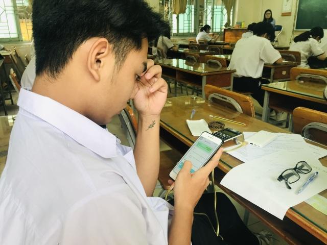 Học trò làm bài kiểm tra trên điện thoại: Ngăn kẻ gian lận đóng thế - 2