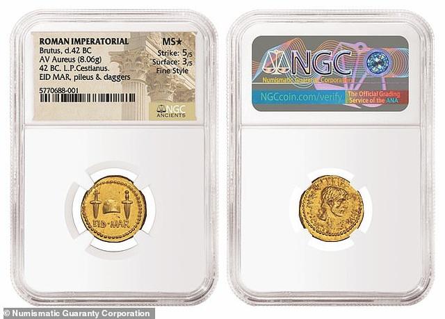 Đồng xu vàng La Mã kỷ niệm vụ ám sát Caesar có giá 97 tỷ đồng - 1