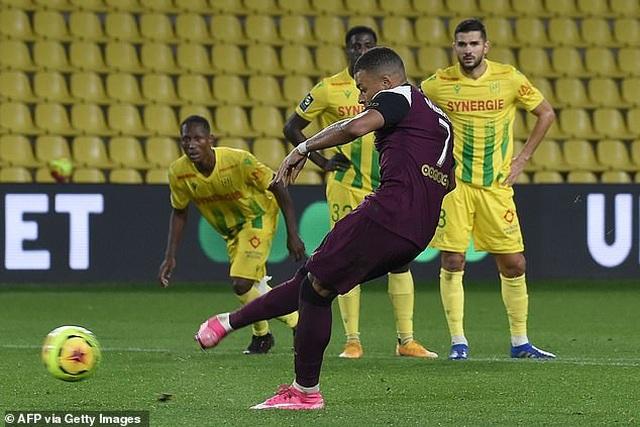 Mbappe tỏa sáng giúp PSG tiếp tục dẫn đầu Ligue 1 - 3