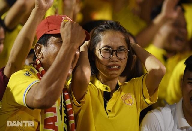 Vé trụ hạng của CLB Nam Định và nỗi buồn cựu vương V-League - 4