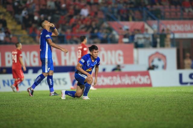Vé trụ hạng của CLB Nam Định và nỗi buồn cựu vương V-League - 2