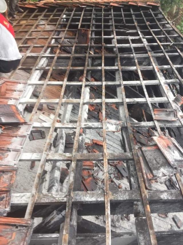Lũ vừa rút, nhà bỗng dưng bốc cháy - 2