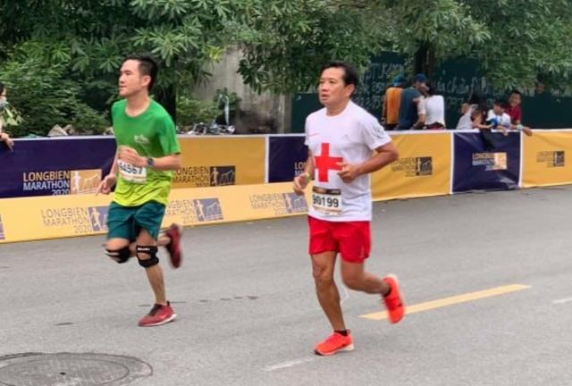 Ông Đoàn Ngọc Hải tiếp tục chinh phục đường chạy 42km ở Hà Nội - 1