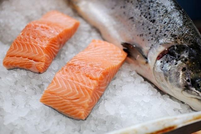 Loạn tin cá hồi giá siêu rẻ, không hàng hết hạn cũng nhập Trung Quốc - 1