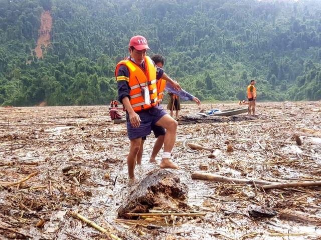 Tìm thấy thêm 2 thi thể ở Phước Sơn, tăng cường tìm kiếm ở Trà Leng - 7