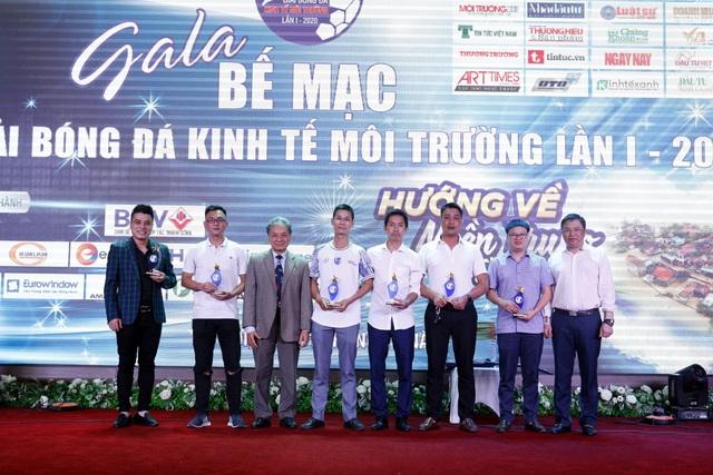 Đội bóng đá báo Dân trí giành giải Khuyến khích cúp Kinh tế Môi trường 2020 - 2