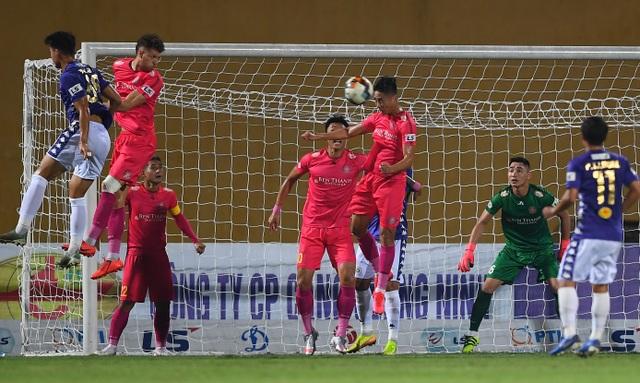 Hai trận cầu quyết định ngôi vô địch V-League 2020 trên sân Hàng Đẫy - 2