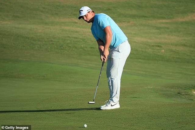 Tay golf giành chức vô địch nhờ cú đánh một triệu lần mới xảy ra - 2